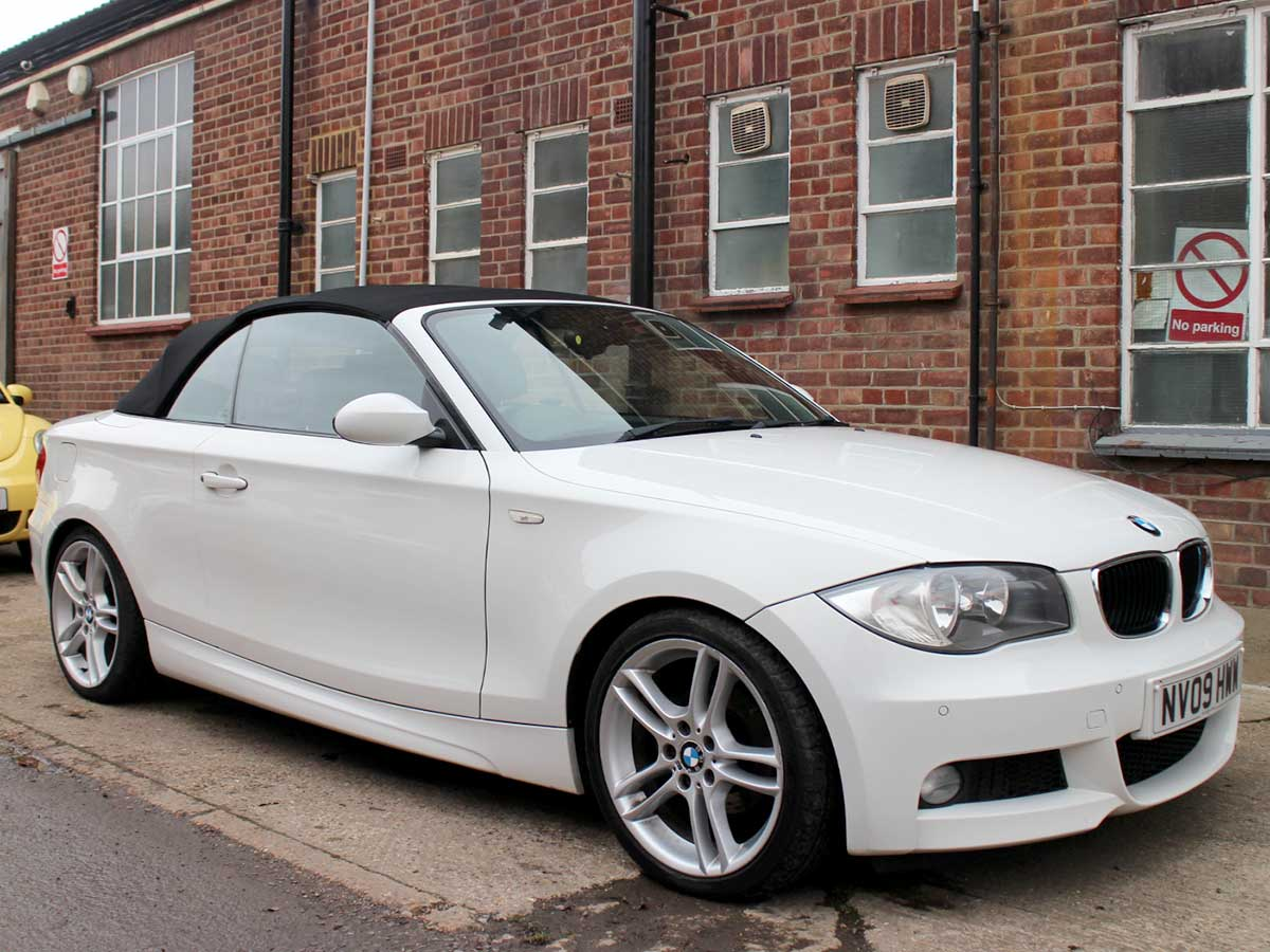 2009 BMW 118i M Sports Convertible Manual Alpina White with Black Hood Full Black Leather AC 18 inch Alloys Parking Sensors 80,000 Miles NV09HWW